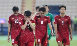 Cầu thủ Việt Nam cúi đầu rời giải U23 châu Á