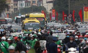 Người dân trở lại thành phố sau kỳ nghỉ Tết