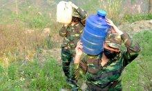 Bộ đội chắt chiu từng giọt nước khi bám đường biên chống dịch