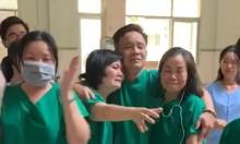 Bác sĩ Bình Thuận bật khóc khi bệnh nhân cuối âm tính