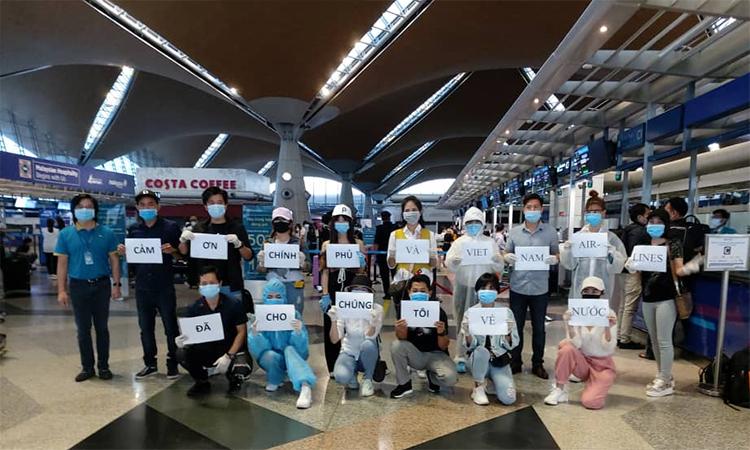 Hơn 270 công dân Việt Nam từ Malaysia về nước