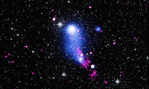 Cây cầu dài 3 triệu năm ánh sáng nối hai cụm thiên hà