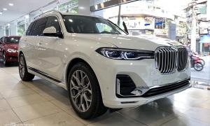 BMW X7 giảm giá 650 triệu đồng