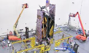 NASA gấp gọn kính viễn vọng không gian lớn nhất lịch sử