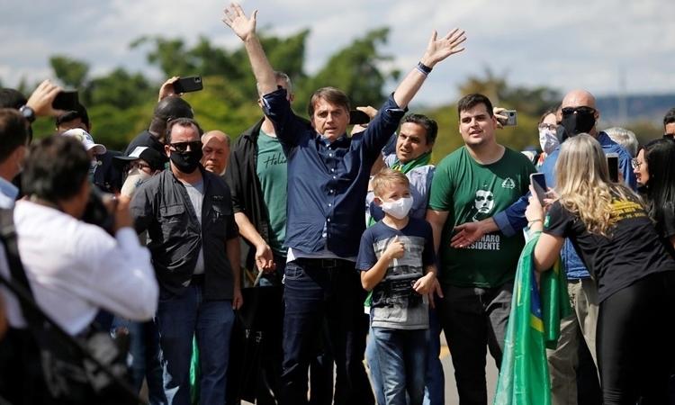 Tổng thống Brazil tham gia tuần hành