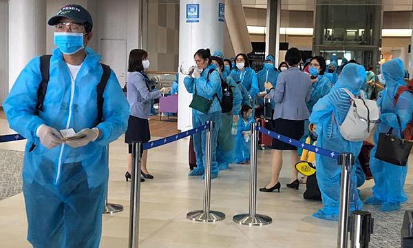 Chuyến bay thứ hai đưa người Việt từ Nhật về nước
