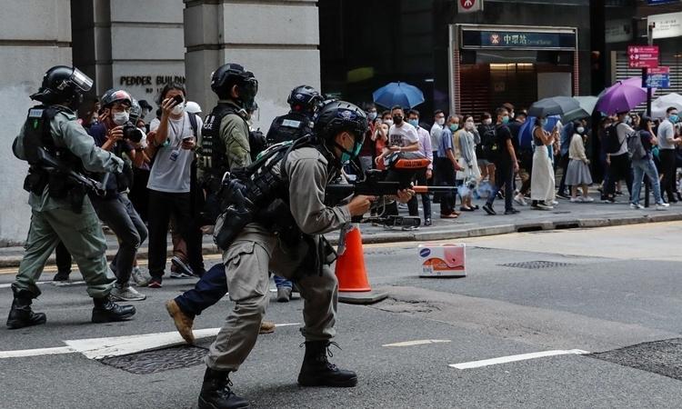 Cảnh sát Hong Kong bắn đạn hơi cay giải tán người biểu tình