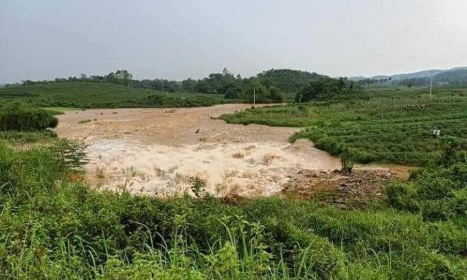 Vỡ đập ở Phú Thọ