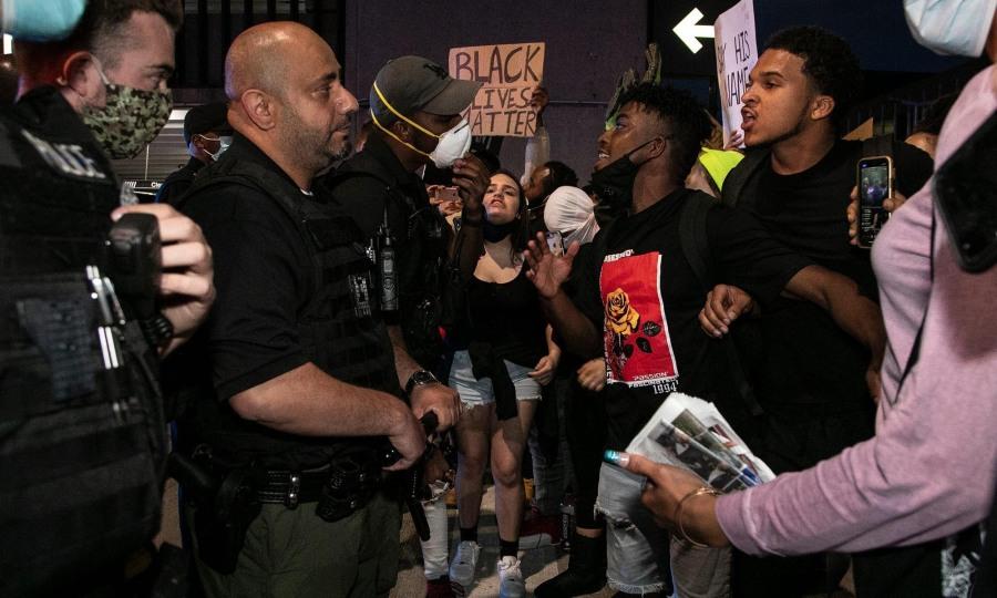 Nổ súng vào đám đông biểu tình, một người chết