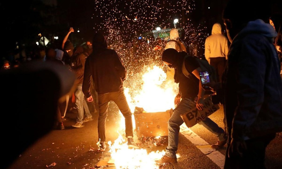 Cảnh sát bị bắn chết trong biểu tình Mỹ