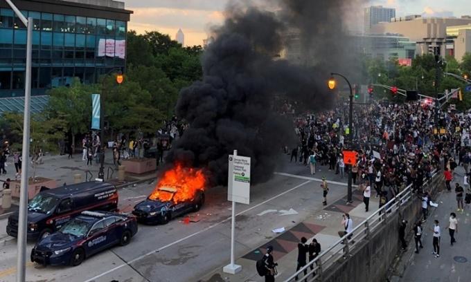 Lý do biểu tình Mỹ biến thành bạo lực