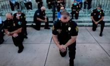 Tranh cãi về cảnh sát quỳ gối cùng người biểu tình