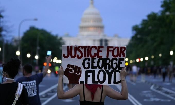 10 ngày nước Mỹ chìm trong biểu tình