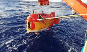 Tàu Trung Quốc lập kỷ lục lặn sâu gần 11.000 m
