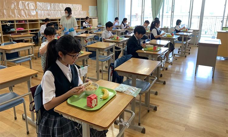 Học sinh Nhật đến trường giữa Covid-19