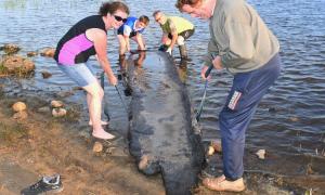Thuyền độc mộc vùi dưới bùn 4.000 năm