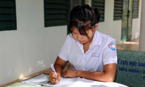Học sinh nội trú dồn sức luyện thi tốt nghiệp THPT