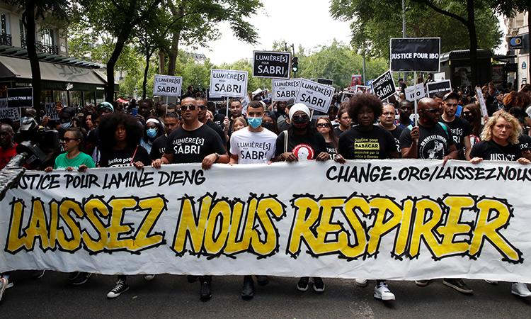 Người Paris biểu tình chống bạo lực cảnh sát