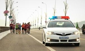 Chạy thử VM Quy Nhơn có xe cảnh sát dẫn đường