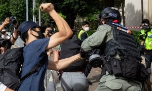 Cảnh sát Hong Kong bắt người trên máy bay sắp cất cánh