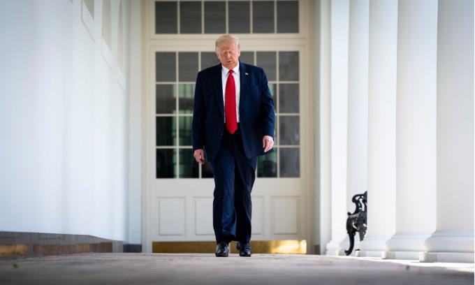 Tháng 6 'ác mộng' của Trump ở Nhà Trắng