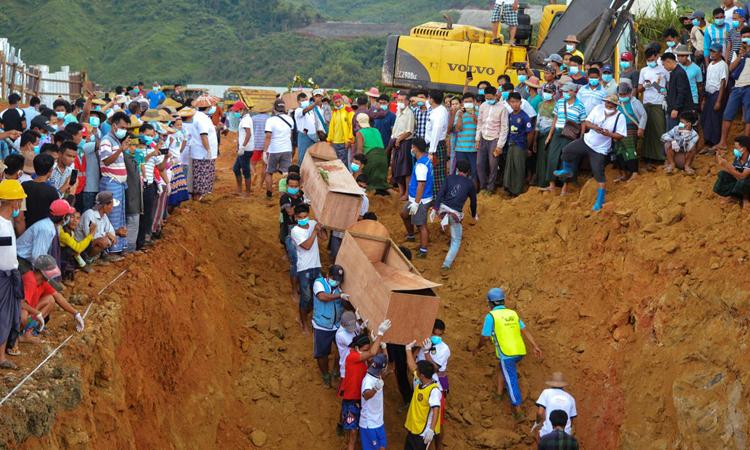 Myanmar chôn tập thể nạn nhân vụ lở mỏ ngọc bích