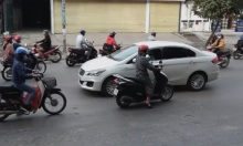 Đi xe máy ngược chiều - vấn nạn trên đường Việt