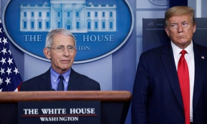 Trump đối đầu cố vấn y tế giữa Covid-19