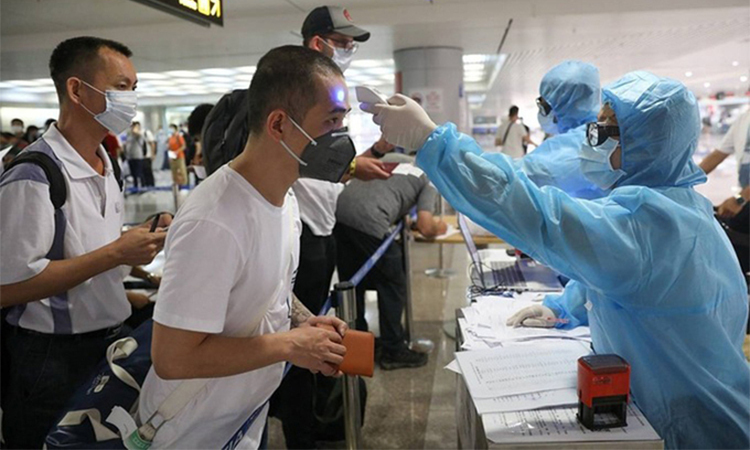 Hơn 240 người Việt từ Singapore về nước