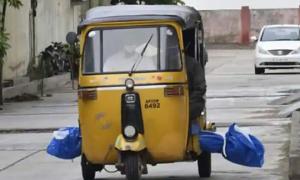 Chở thi thể nạn nhân Covid-19 bằng xe tuktuk
