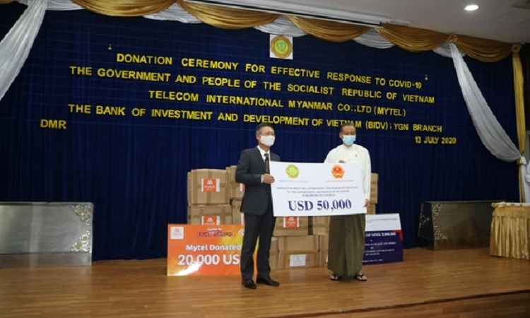 Việt Nam tặng tiền cho Myanmar