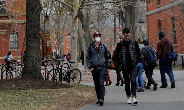 Mỹ bãi bỏ chính sách visa sinh viên của Trump