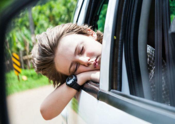 Tại sao nhìn thẳng sẽ đỡ say khi đi ô tô?