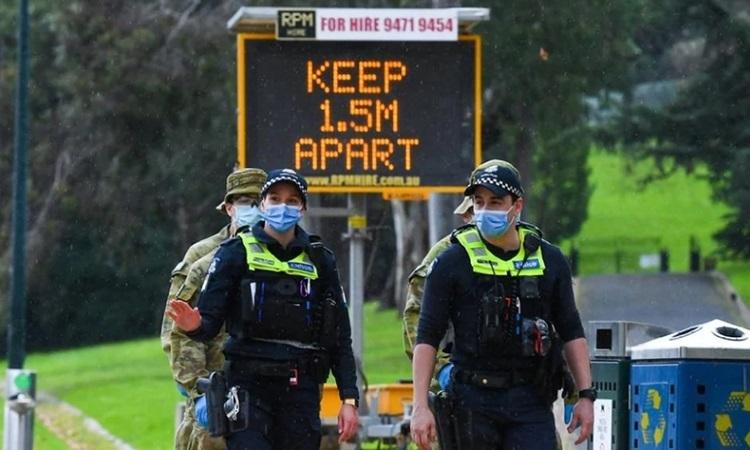 Australia phạt tiền người phá lệnh cách ly