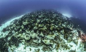 Xác tàu buôn hàng nghìn năm tuổi chở 3.500 bình rượu