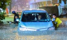 Người dân vật lộn trong mưa lớn ở 'rốn ngập' Sài Gòn