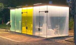 Nhà vệ sinh trong suốt chống 'dê xồm' ở Nhật