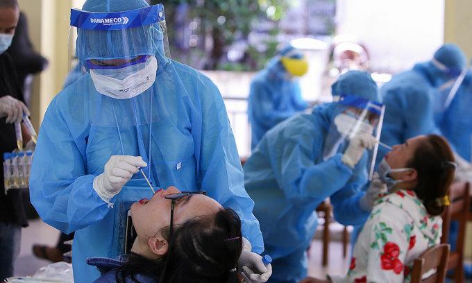 Hơn 600 người TP HCM được xét nghiệm trước khi rời Đà Nẵng