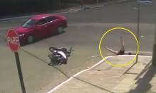 Ôtô đâm người đi xe máy rơi xuống cống