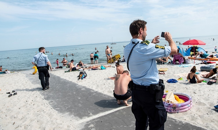 Đan Mạch bắt buộc đeo khẩu trang trên phương tiện công cộng
