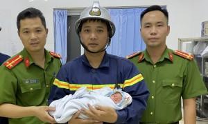 Cứu bé trai sơ sinh bị bỏ rơi ở khe tường