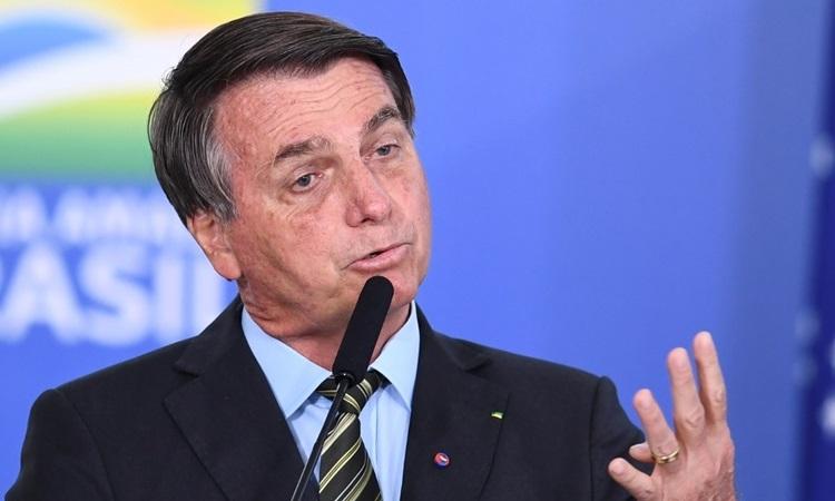 Tổng thống Brazil nói phóng viên dễ chết vì Covid-19
