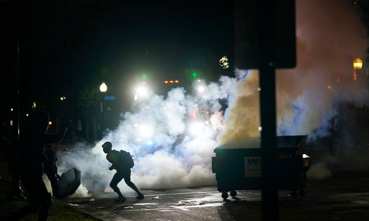Súng nổ trong biểu tình ở Mỹ, một người chết