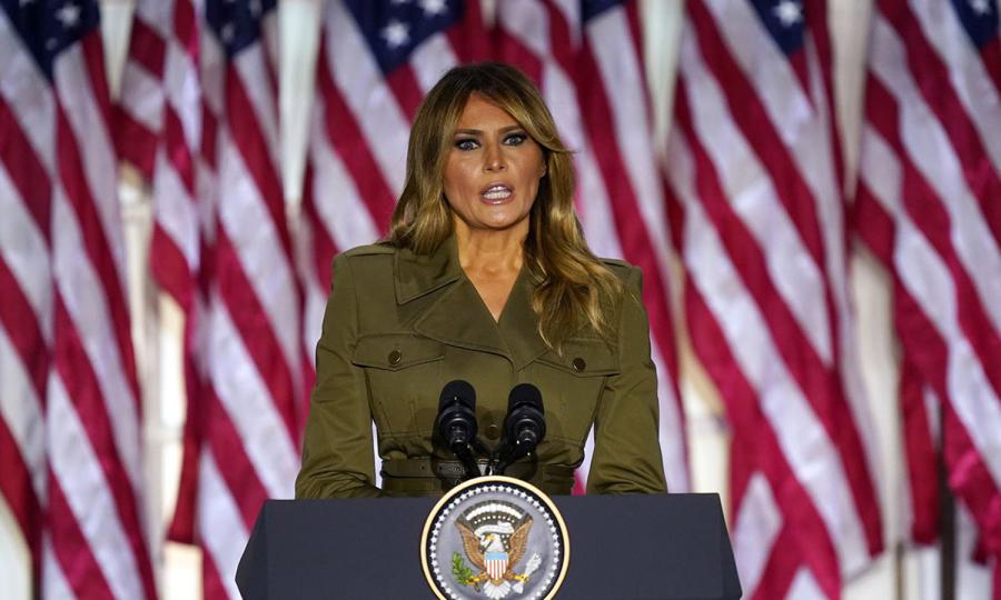 Melania Trump - gam màu khác biệt ở hội nghị đảng Cộng hòa