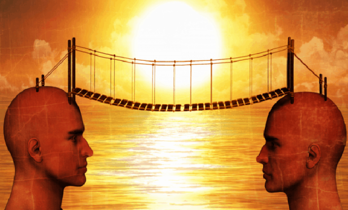 Tại sao hai người có 'thần giao cách cảm'?