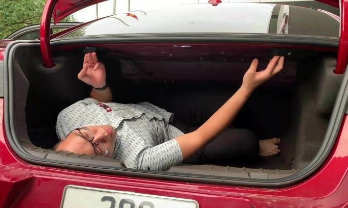 Cách tự thoát ra ngoài khi bị nhốt trong cốp ôtô