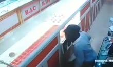 Nam sinh 14 tuổi ăn trộm tại tiệm vàng