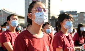 Sinh viên Trung Quốc bức xúc vì bị 'giam lỏng' trong trường