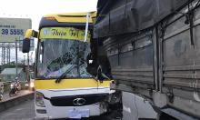Xe khách đâm ôtô tải, tài xế tử nạn