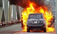 Xe Range Rover cháy rụi trên cầu Chương Dương